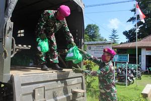 Menbanpur 3 Marinir Distribusikan Zakat Fitrah dan Zakat Mal Kepada Mustahiq