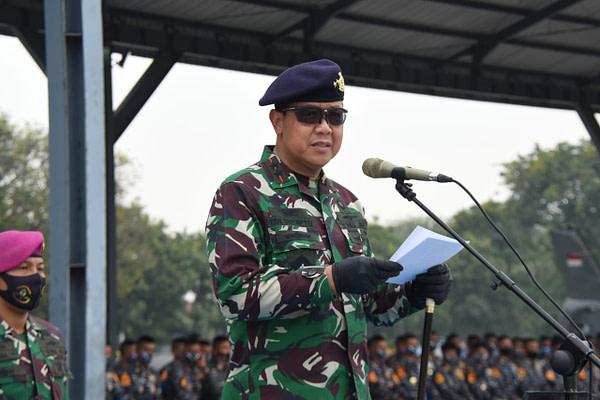 Pelatih Terjun Puslatsus Kolatmar Bekali Penerjun Taruna AAL Angkatan 66 Happy Landing