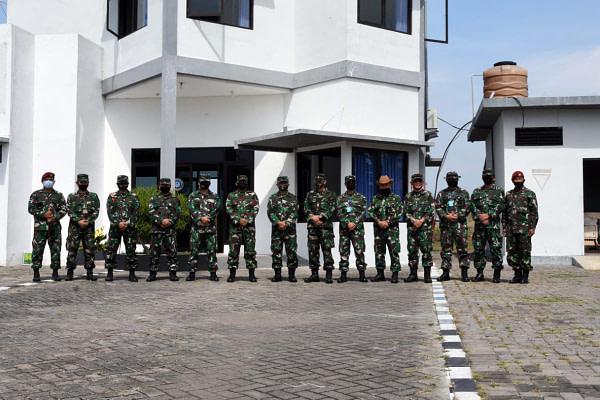 Komandan Kolatmar Menerima Kunjungan Dirdiklat Kodiklatal Beserta Rombongan