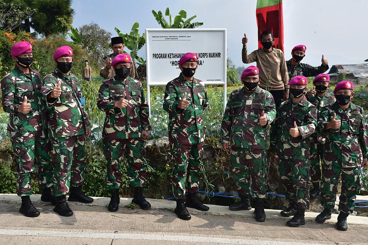 Untuk Ketahanan Pangan                                                                    Marinir Adakan Serbuan Teritorial Di Cipanas