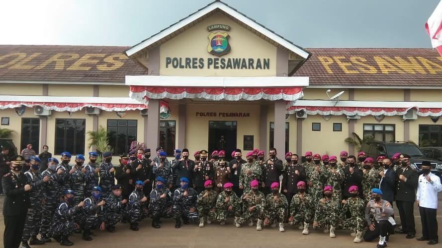 Komandan Puslatpurmar 8 Teluk Ratai Hadiri Acara Hut Bhayangkarab74 di Polres Pesawaran