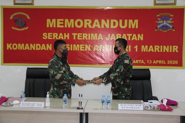 Memorandum Serah Terima Jabatan Komandan Resimen Artileri 1 Marinir