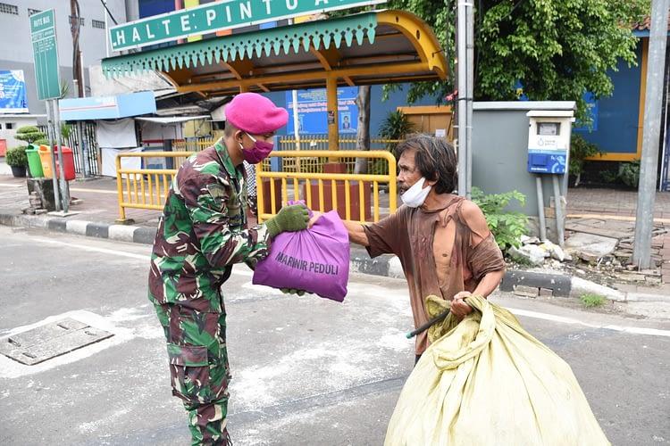 Marinir Kembali Berbagi Paket Sembako Dan Masker