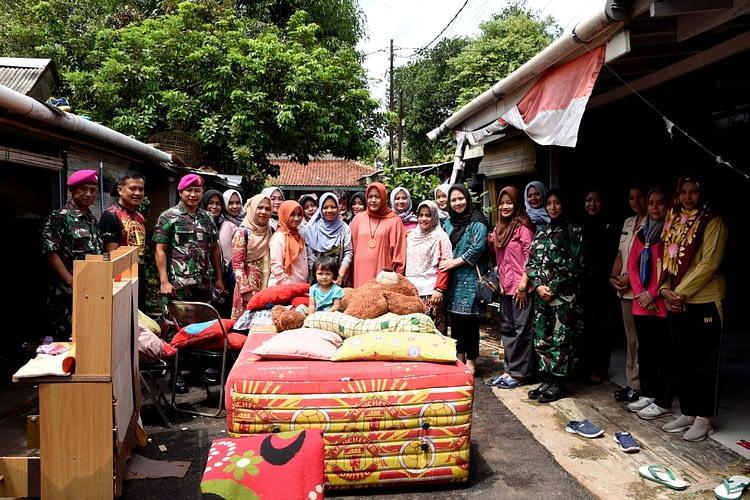 Ketua Korcab Pasmar 1 Kunjungi Rumah Prajurit Terdampak Banjir