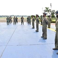 8 Personel Skadron Udara 2 Terima Penghargaan dari Pangkoopsau I