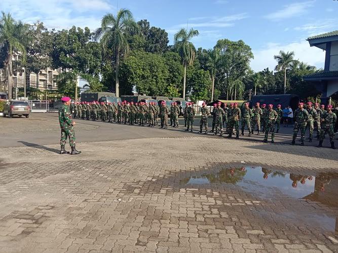 150 Prajurit Satgas Penanggulangan Bencana Banjir Korps Marinir TNI AL Berangkat Ke Karawang