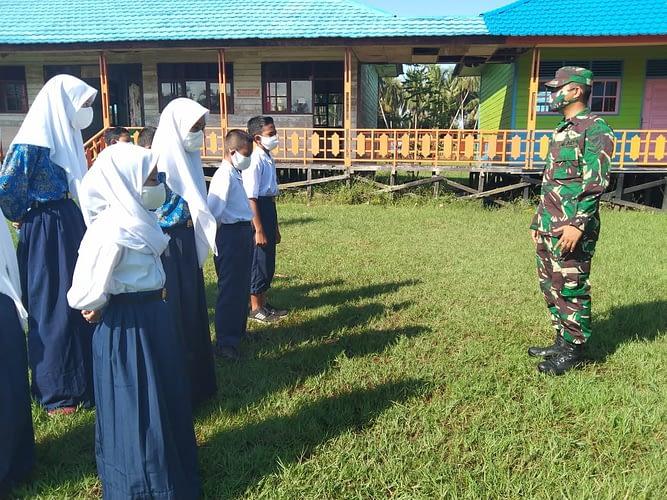 Pelajar SMP 3 Pulau Hanaut Dapat Latihan PBB Dari Tim Satgas TMMD