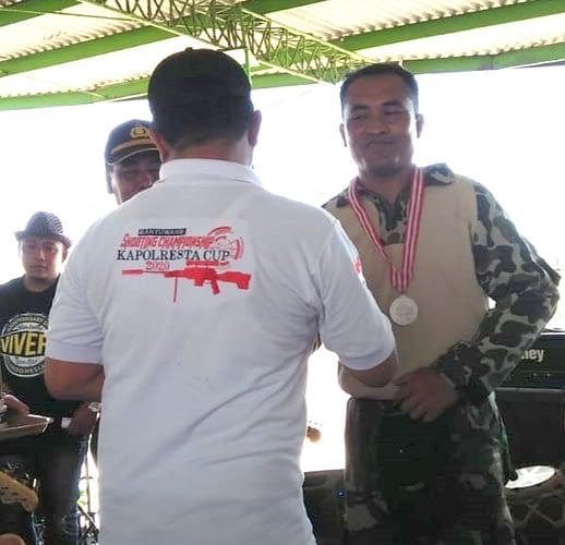 Kopda Marinir David Sebagai Ranner- Up Dalam Kejuaraan Menembak Eksekutif Banyuwangi Cup