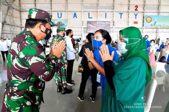 Panglima TNI Dampingi Presiden Jokowi Silaturahmi Dengan Keluarga Prajurit KRI Nanggala 402