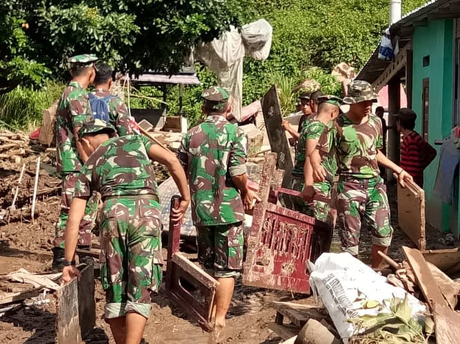 Bhakti Sosial Dan Gotong-royong Yonif 9 Pasca Bencana Longsor Dan Banjir