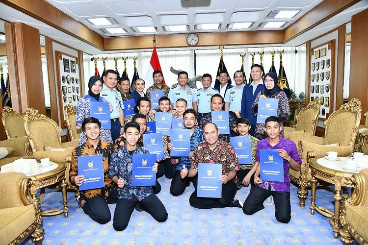 Kasau Apresiasi Atlet Paralayang Indonesia*