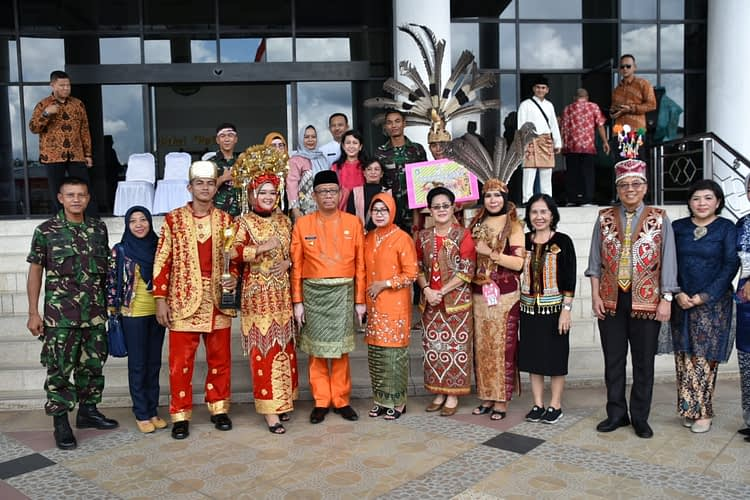 Prajurit Yonmarhanlan XII Ikuti Lomba Busana Adat Nusantara