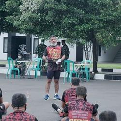 Brigjen TNI (Mar) Hermanto Pimpin Olahraga Rutin Perwira Pasmar 1