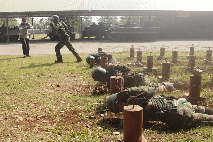 Permahir Ketangkasan, Prajurit Yonif 4 Brigif 1 Marinir Laksanakan Latihan Halang Rintang