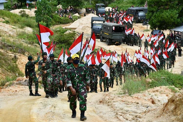 Korem 181/PVT Kibarkan 2045 Bendera Merah Putih dan Tanam 2045 Pohon di Gunung Kali Ampat