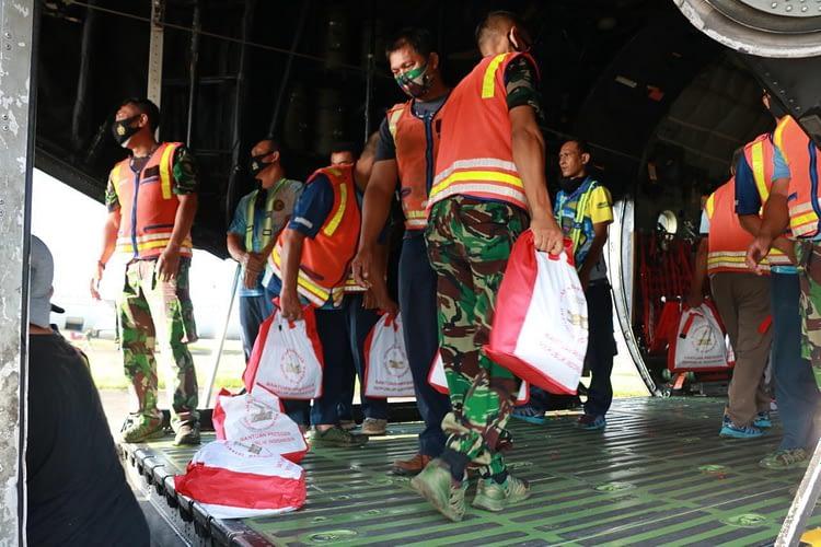 TNI AU Kirim Bantuan Untuk Bencana Flores