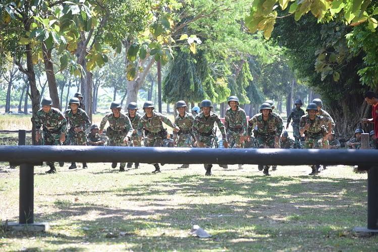 Tim Binsat Batalyon Roket 2 Marinir Laksanakan Latihan Halang Rintang