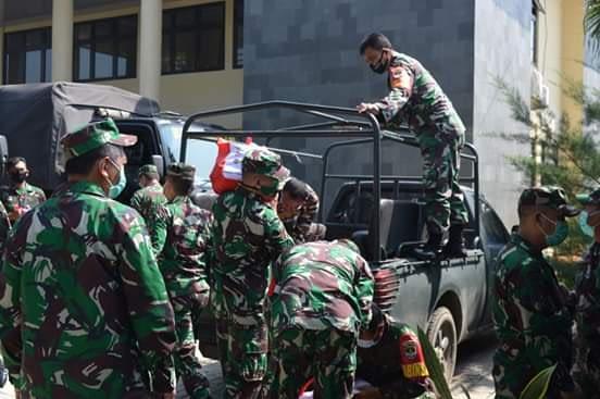 25.000 Paket Sembako dari Presiden Djoko Widodo diserahkan oleh Orjen Tni kepada 7 Desa di Kodiya Depok