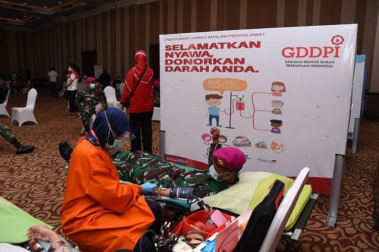 Peringati HUT TNI AL Ke 75 Prajurit Korps Marinir Pasmar 1 Donorkan Darah