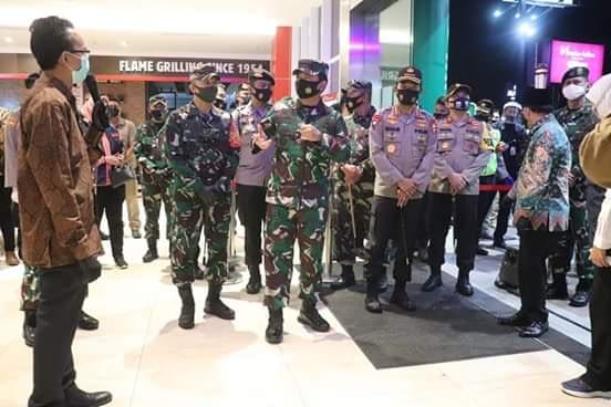 Panglima TNI dan Kapolri Tinjau Pelaksanaan Disiplin Protokol Kesehatan di Pusat Perbelanjaan  Kota Malang