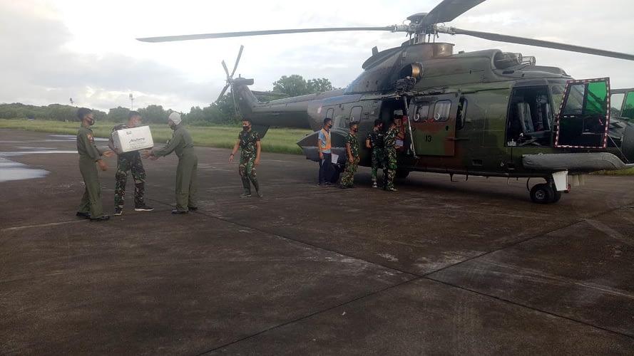 Helikopter TNI AU Bantu Pendistribusian Logistik di Daerah Bencana