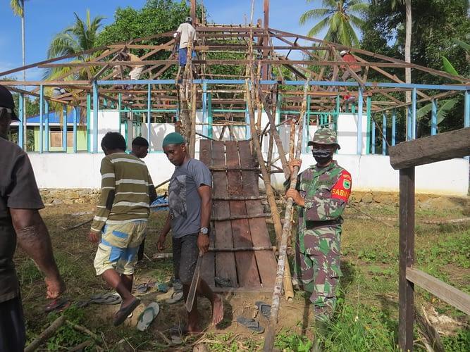 Kapendam XVIII/Kasuari : Karya Bakti di Lokasi TMMD Ke-109 Kodim 1804/Kaimana, Wujud Kemanunggalan TNI-Rakyat