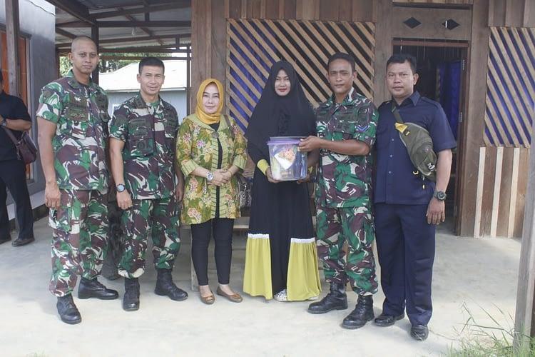 Danbrigif 3 Marinir Dan Ketua Cabang 2 Korcab  Pasmar 3 Anjangsana Ke Rumah Prajurit