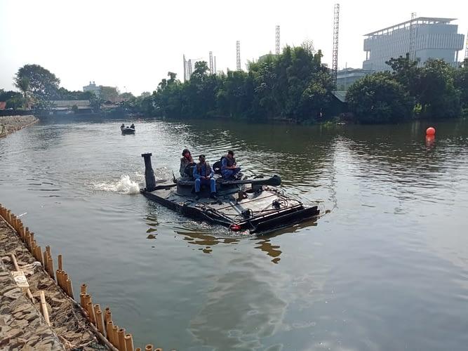 Prajurit Roda Rantai Menkav 1 Mar Laksanakan Uji Arung Ranpur