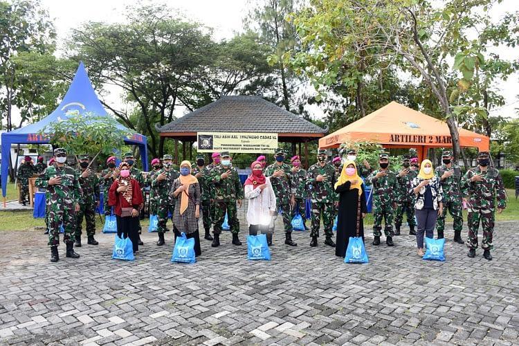 Alumni Akabri TNI AL 1994/Moro Cadas 40 Bagikan Paket Sembako Untuk Warakawuri, Purnawirawan dan Masyarakat Surabaya serta Sekitarnya yang Terdampak Covid-19