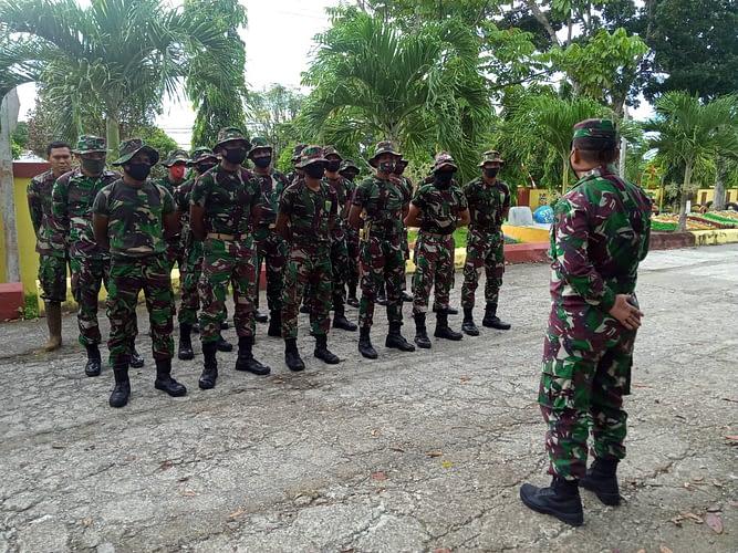 Karya Bakti, Prajurit Kodam XVIII/Kasuari Bersihkan Area Kampus STT E-T Manokwari