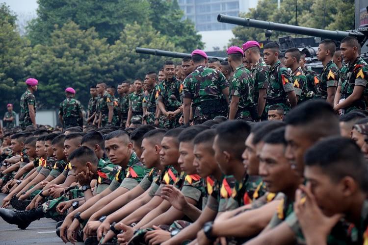 Marinir Dikunjungi Taruna Taruni Akademi TNI