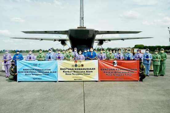 Ketum Dharma Pertiwi Salurkan Bantuan Untuk Korban Bencana Alam NTT