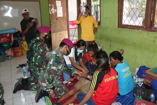 Tim Medis Korps Marinir TNI AL Cek Pasien ke Posko-Posko Pengungsian
