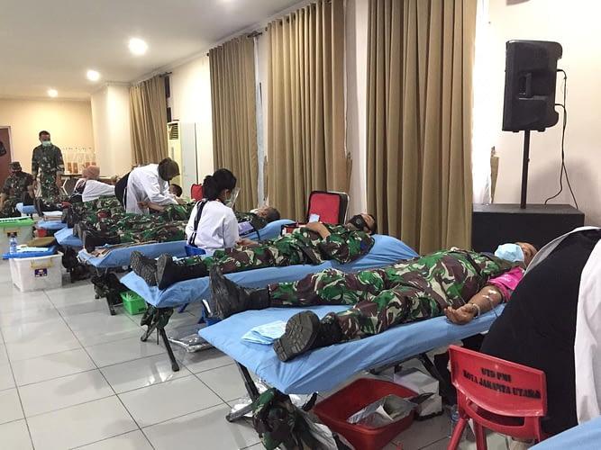 Prajurit Yonmarhanlan III Laksanakan Donor Darah Dalam Rangka HUT Ke-70 Lantamal III