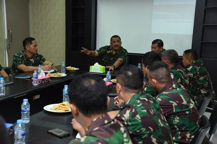 Aspotmar Dankormar Pimpin Rapat Review Pelayanan Publik