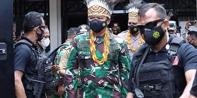 Di Manokwari, Panglima TNI Tegaskan Harmonisasi Dalam Perbedaan Melalui Komsos