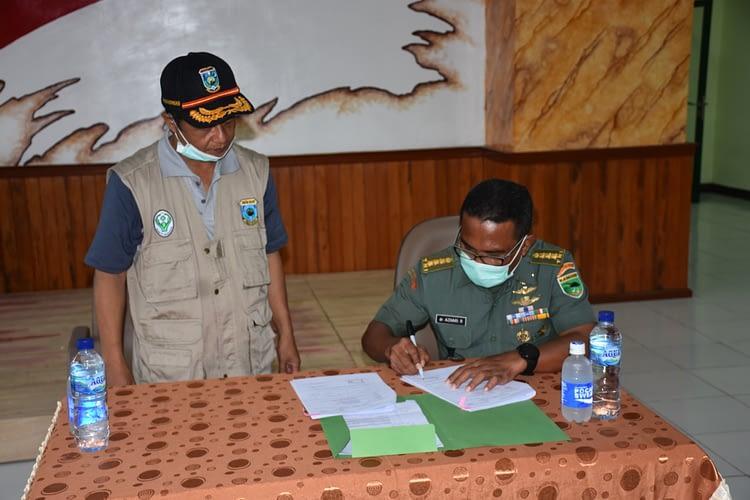Kodam XVIII/Kasuari Melalui Kesdam Menyerahkan Bantuan Alkes Kepada Dinas Kesehatan Papua Barat