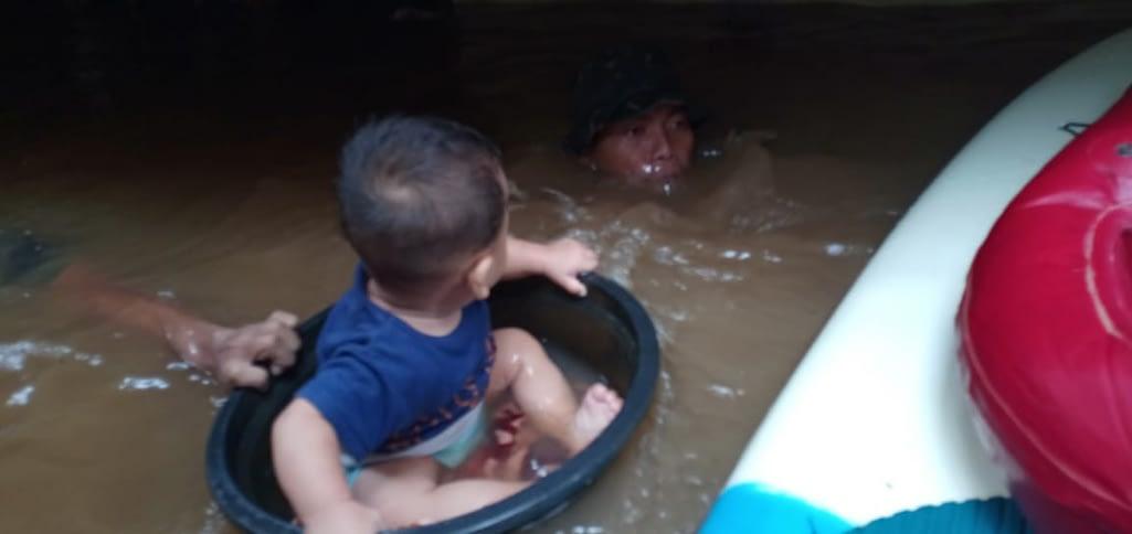 Balita Ingin Jadi Marinir Setelah Diselamatkan Oleh Prajurit Pasmar 1 Dari Terjangan Banjir