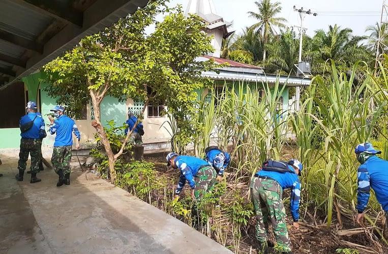 Lanud Supadio Laksanakan Bakti Masyarakat Jelang Peringatan HUT ke-70 Koopsau