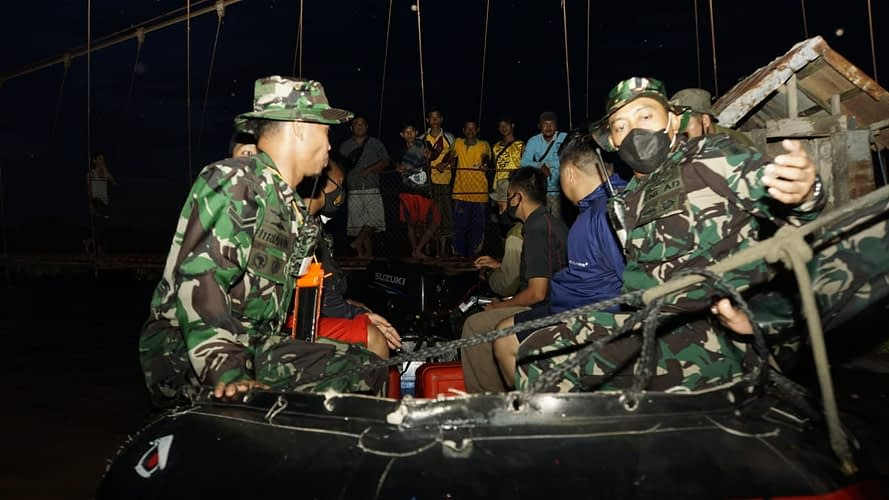 Prajurit Korps Marinir TNI AL Bersama DPRD Banjar & Dandim 1006 Martapura Cek Rute Banjir
