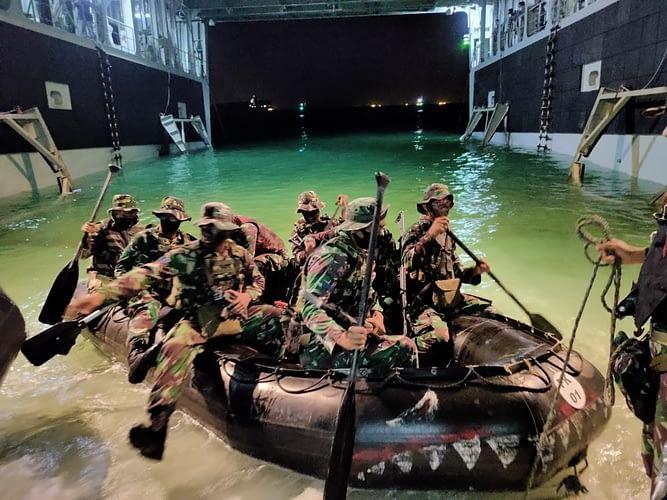Kompi Ratsus Yonif 6 Brigif 1 Mar Berlatih di Pulau Damar