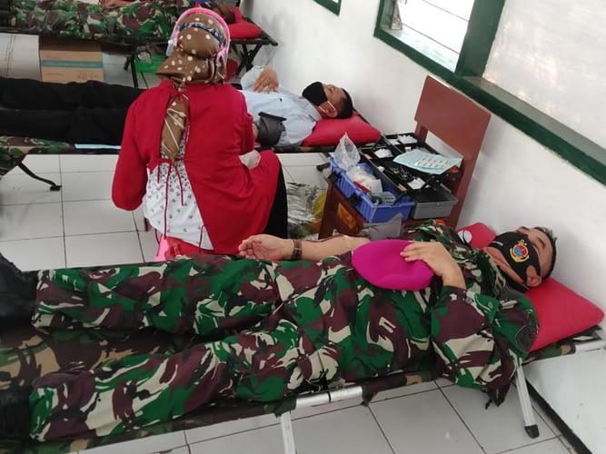 Prajurit Puslatpurmar 5 Baluran Donor Darah Dalam Rangka Hut Dodiklatpur Rindam V Brawijaya