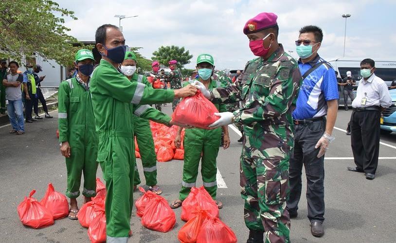 Marinir Dan Team Infinity Indonesia Bagikan Sembako untuk Ringankan Warga Dari Dampak Covid-19