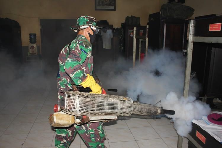 Cegah Demam Berdarah, Yon Arhanud 2 Marinir Laksanakan Fogging