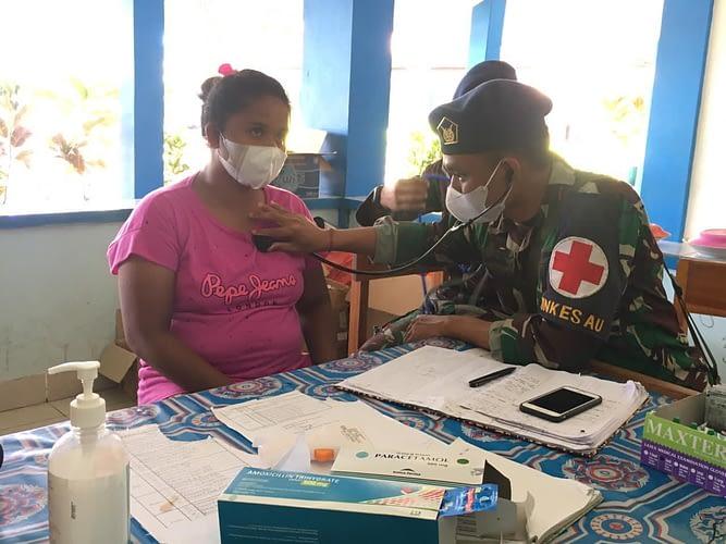 Ringankan Warga Korban Banjir NTT, Satgaskes TNI AU Berikan Layanan Kesehatan