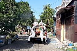 Cegah Penyebaran Covid-19, Prajurit Menart 2 Marinir Lakukan Penyemprotan Disinfektan ke Rumah Prajurit dan Warga Wilayah Sidoarjo