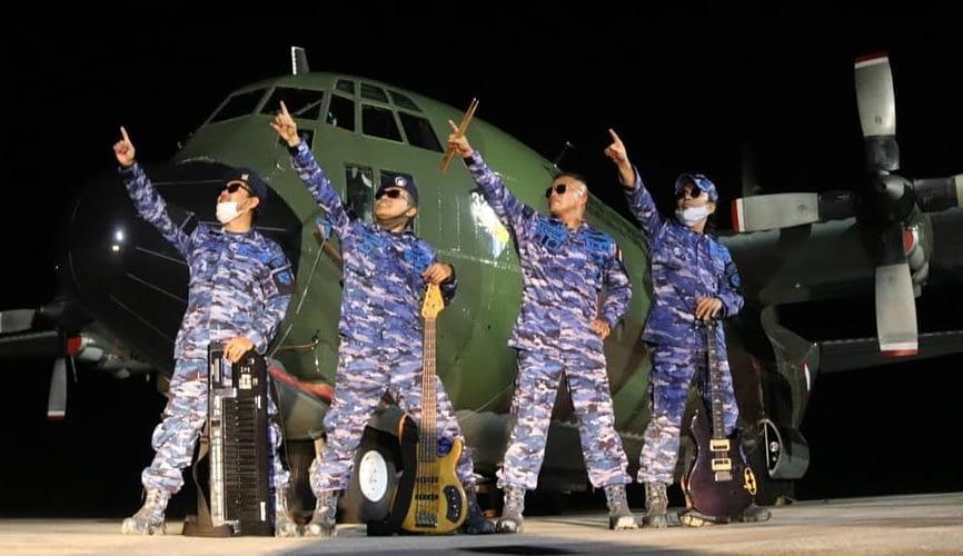 """Group Band """"Air Force X Musician"""" Juara Favorit dalam ajang Nasional Lomba Cipta Lagu Corona."""