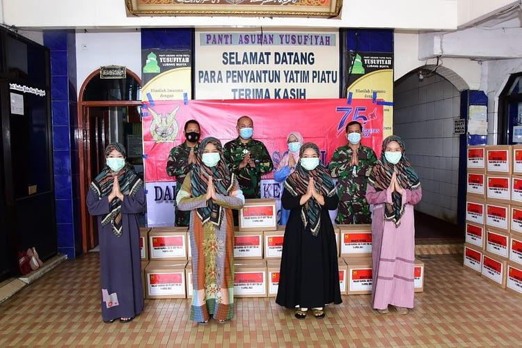 Jelang HUT, TNI AU Bagikan 500 Paket Sembako