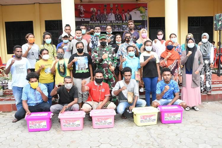 Menyambut Bulan Kasih Papua Barat, Pangdam XVIII/Ksr Kunjungi UNIPA dan Berikan Tali Asih kepada para Mahasiswa