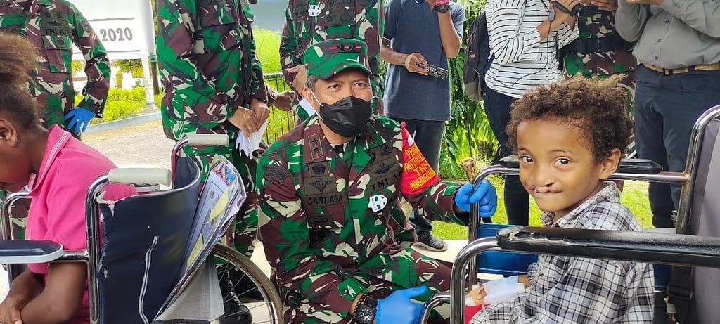 Operasi Bibir Sumbing dalam rangka Hari Juang TNI AD dan HUT Kodam Ke-4 serta Bulan Kasih Papua Barat